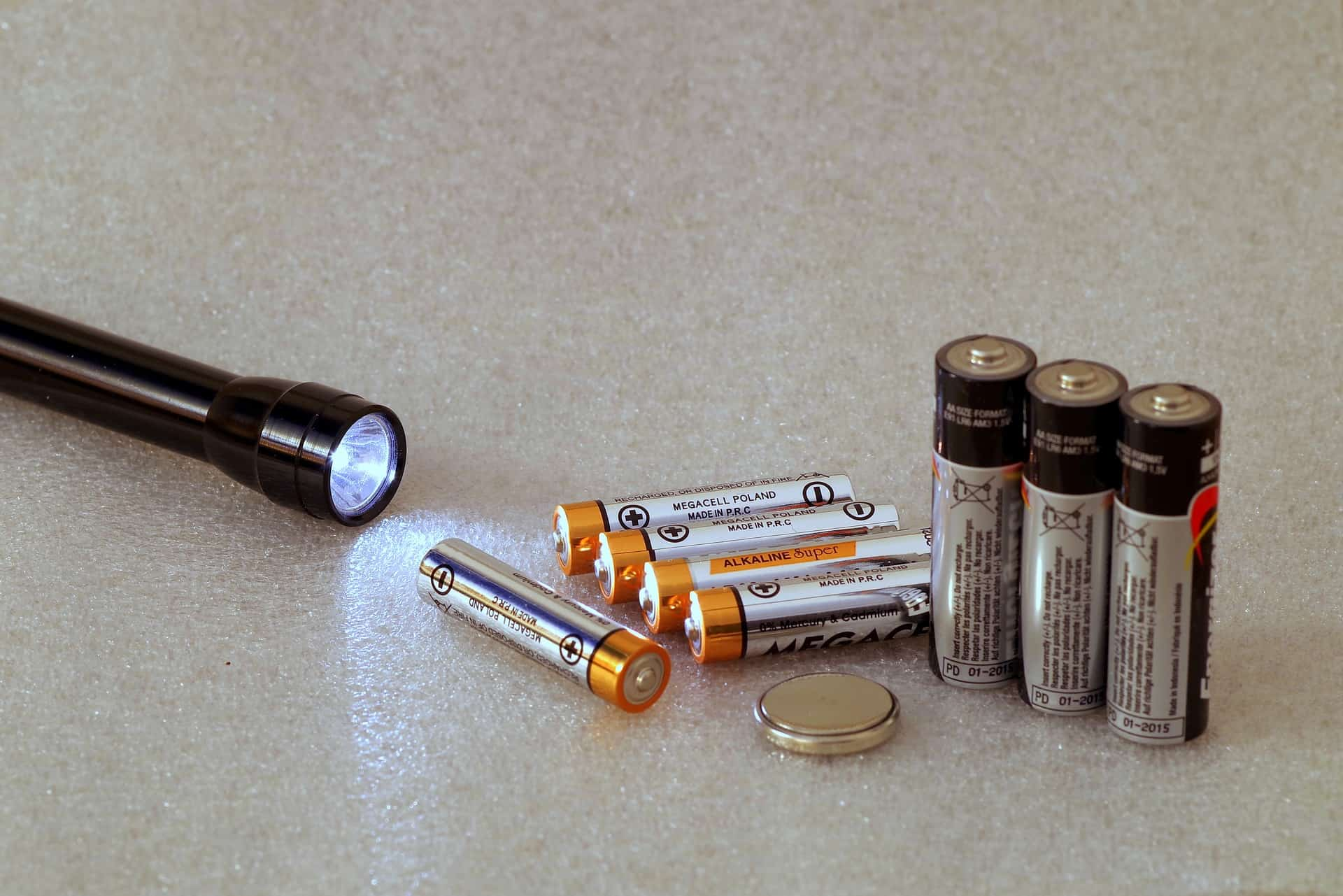Family Survival Kit - Includes multiple Flashlights and replacement batteries